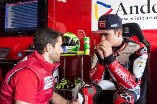 O óleo derramado por uma moto na pista momentos antes da entrada de Eric ocasionou diversas quedas, onze pilotos sofreram tombos, incluindo Granado que deu perda total em sua Moto2.